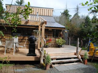 Gold Coast Retreat Haidaway Cabin Chesterman Bch - Tofino vacation rentals