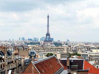 Eiffel Tower Tradition Apartment - Paris vacation rentals