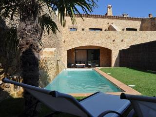 A Splendid XVIII Century House with Garden & Pool - Pals vacation rentals
