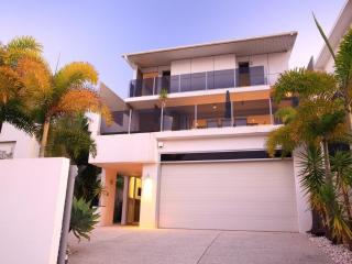 ALEX BEACH HOUSE Sunshine Coast Accommodation - Kings Beach vacation rentals