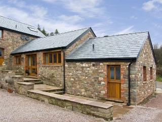 THE BYRE, romantic, luxury holiday cottage, with a garden in Llanddewi Skirrid, Ref 5118 - Llangorse vacation rentals