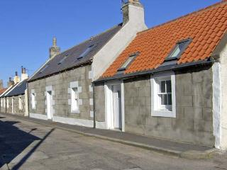 85 SEATOWN, family friendly, character holiday cottage in Cullen, Ref 4516 - Moray vacation rentals