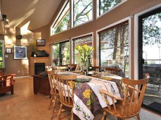 KONRAD COTTAGES Beachfront Chalet -- save 10-33%! - Madeira Park vacation rentals