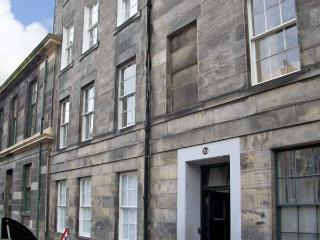 35 BARONY STREET, family friendly, country holiday cottage in Edinburgh, Ref 4532 - Edinburgh vacation rentals