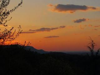Amazing Sunset - 1BR/2BA w/ Loft, Sleeps 6 - Tennessee vacation rentals