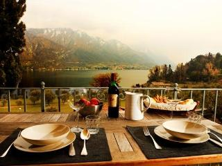 A charming apartment in front of the lake - Cremia vacation rentals
