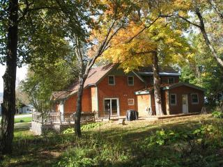 Dee's Lake House taking Fall Reservations - North Ferrisburg vacation rentals