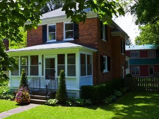 Downtown-huge private garden, shop, dine, theatre - Niagara-on-the-Lake vacation rentals