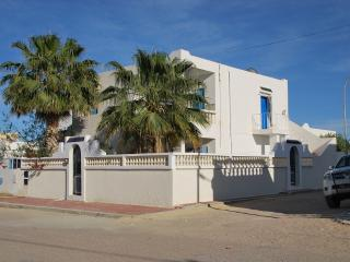 VILLA KHAWA DJERBA TUNISIE for 6pers, 2kms beaches - Erriadh vacation rentals