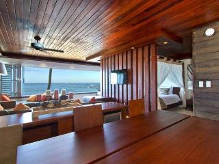 Spectacular Beach Front Waikiki/Diamond Head Sudio - Honolulu vacation rentals