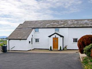 BRYN UCHAF, family friendly, character holiday cottage, with a garden in Llannefydd, Ref 5143 - Denbighshire vacation rentals
