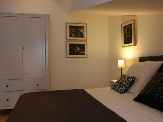 Sleep 4 downtown with stunning views to the castle - Lisbon vacation rentals
