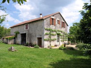 Converted stone barn close to Brantôme - Fleac sur Seugne vacation rentals