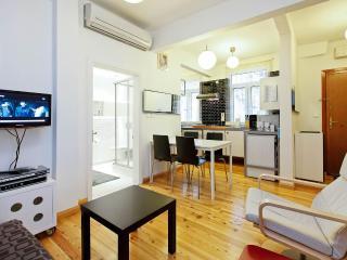 Arnavutkoy Bosphorus flat chic modern large 5pp - Istanbul vacation rentals
