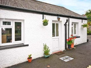 BRO AERON COTTAGE, country holiday cottage, with a garden in Llangeitho, Ref 4525 - Tregaron vacation rentals