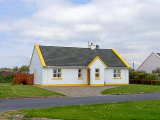 SUNSHINE COTTAGE, pet friendly, with a garden in Liscannor, County Clare, Ref 4582 - County Clare vacation rentals