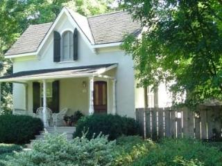 Periwinkle Cottage - private garden & heated pool - Niagara-on-the-Lake vacation rentals