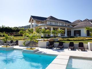 BEACH CLUB! TENNIS! GYM! GOLF! STAFFHanover Grange - Alligator Pond vacation rentals