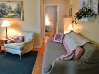 Cottage Window Oceanside furnished sweet 1 bdrm - Oceanside vacation rentals