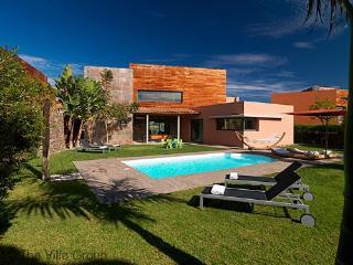 Great 3 Bedroom, 3 Bathroom House in Maspalomas (Villa 38956) - Maspalomas vacation rentals
