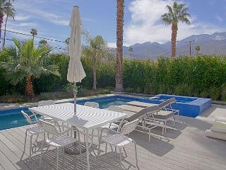 Artsy Escape ~ SPECIAL - TAKE 20% OFF ANY 5NT STAY THRU AUG - Palm Springs vacation rentals