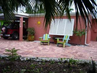 SUGAR SHACK  COTTAGE  HEATED POOL+ STROLL TO BEACH - Bradenton Beach vacation rentals