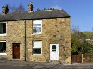 HOLLIE COTTAGE, pet friendly, country holiday cottage, with a garden in Haltwhistle, Ref 6796 - Haltwhistle vacation rentals
