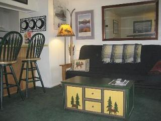 Cozy Mammoth Studio Condo-Sleeps 1-4 - Mammoth Lakes vacation rentals