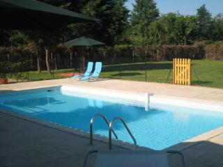 Spacious villa with private pool and tennis court - Saussignac vacation rentals