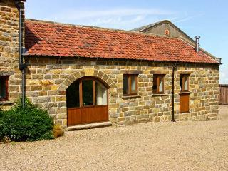DAIRY COTTAGE, romantic, character holiday cottage, with open fire in Staintondale, Ref 4601 - Staintondale vacation rentals