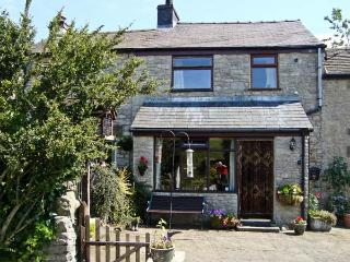 IVY COTTAGE, country holiday cottage, with a garden in Tideswell, Ref 4547 - Derbyshire vacation rentals