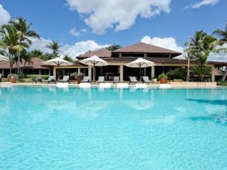 DOM - BAHIA8 lush gardens and breathtaking views of Minitas Bay - Monsenor Nouel Province vacation rentals