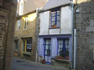 Romantic Cottage Near Mont St Michel & Saint Malo - Bazouges-La-Perouse vacation rentals
