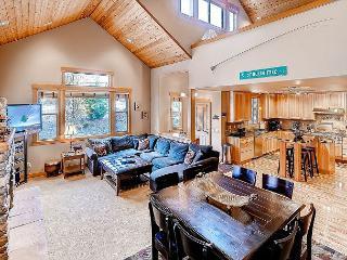 High End Roslyn Ridge Cabin |WiFi, Hot Tub, Slps10| Weekday Free Nights - Cle Elum vacation rentals