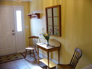 Two Bedroom Suite in Old Town Niagara-on-the-Lake - Niagara-on-the-Lake vacation rentals