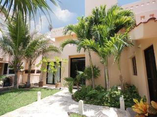 5/5 Casual Oceanfront Villa, Great Rates! - Puerto Aventuras vacation rentals