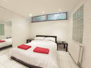 Roomy 1 Bedroom Camden London Apartment - London vacation rentals