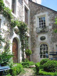 entering the patio - Logis de la Roche Corbin - Angers - rentals