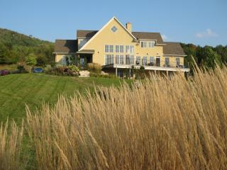 4 season, 40 acre,5 bdrm,1 hot tub, luxury retreat - Chatsworth vacation rentals