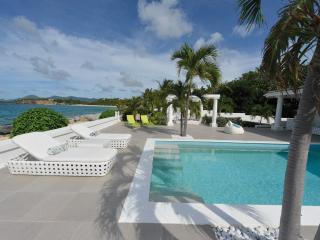 LA PERLA BIANCA....dazzling 1 BR beachfront love nest, very special indeed! - Baie Rouge vacation rentals