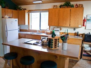 Cozy Sunriver Home with Bikes and Hot Tub Near Restaurants - Sunriver vacation rentals