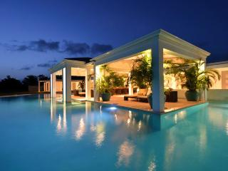 AMBIANCE...Fabulous with a capitol F!! Huge bed and bathrooms, the PERFECT couples villa - Terres Basses vacation rentals