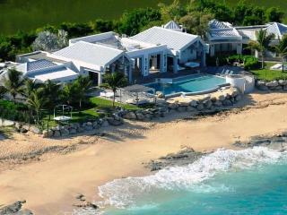 LE REVE...a magnificent, luxurious villa with private beach area & gourmet chef - Nettle Bay vacation rentals