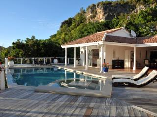 ST TROPEZ... amazing views of Heineken Regatta from this beautiful villa in Pelican Key - Pelican Key vacation rentals