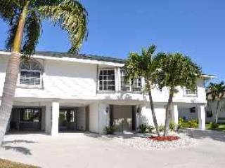 Front of the Home - Valley - VAL971 - 4-bed Only 0.4 Miles to Beach! - Marco Island - rentals