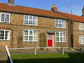 TRANQUILLITY BASE, pet friendly, character holiday cottage, with a garden in Sheriff Hutton Near York, Ref 4551 - Sheriff Hutton Near York vacation rentals