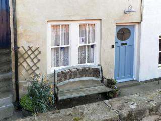 WAYCOT COTTAGE, pet friendly, character holiday cottage in Staithes, Ref 5594 - Staithes vacation rentals