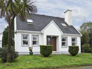 RADHARC NA MARA, family friendly, with a garden in Glengarriff, County Cork, Ref 4604 - Glengarriff vacation rentals