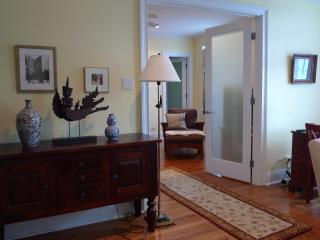 1 or 2 bedroom elegant suites close to the lake - Chicago vacation rentals