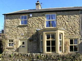 WAYSIDE COTTAGE, pet friendly, character holiday cottage, with open fire in Edmundbyers, Ref 6736 - County Durham vacation rentals